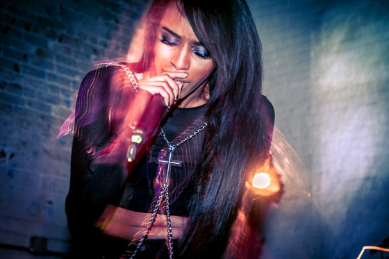 Source: http://www.missinfo.tv/index.php/azealia-banks-and-angel-haze-twitter-beef-diss-track-on-the-edge/